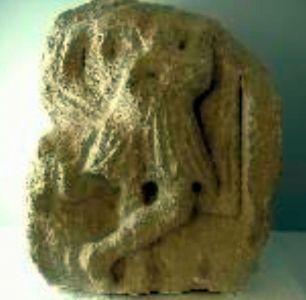 Piedra talla del Dios Atis